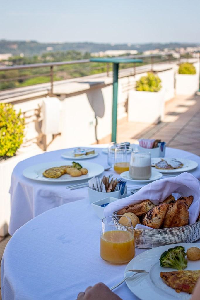 Frühstück Dachterrasse Rom Blick Vatikan The Travel Happiness