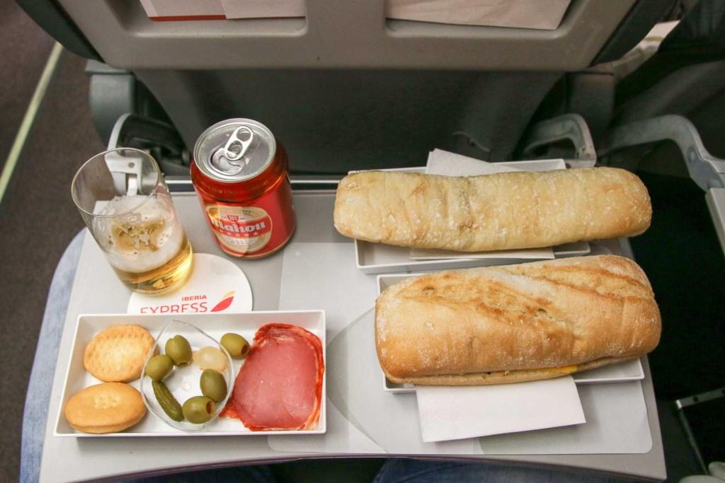 Iberia Express Business Class Airbus A320 Service und Kabine-5