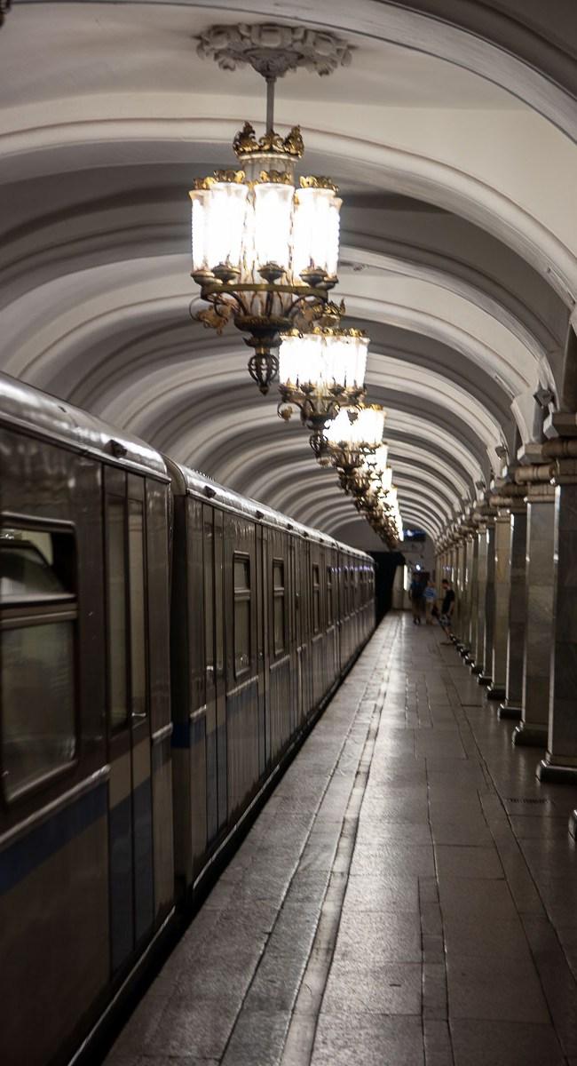 Moskau Sehenswürdigkeiten U-Bahn Station mit Kind Russland-2