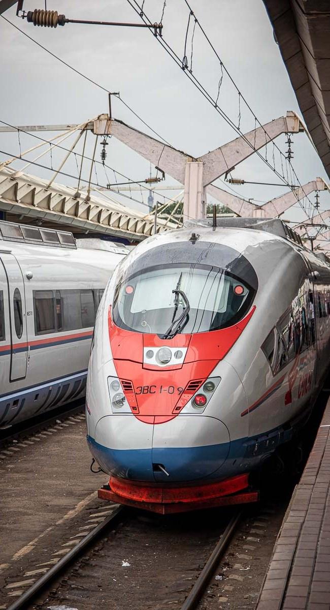Schnellzug nach Sankt Petersburg Moskau Sapsan The Travell Happiness-2