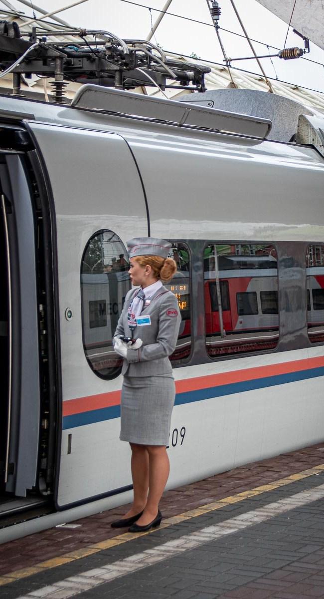 Schnellzug nach Sankt Petersburg Moskau Sapsan The Travell Happiness-3