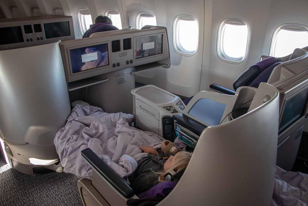 Air China Boeing 747-8 Business Class Sitz-4