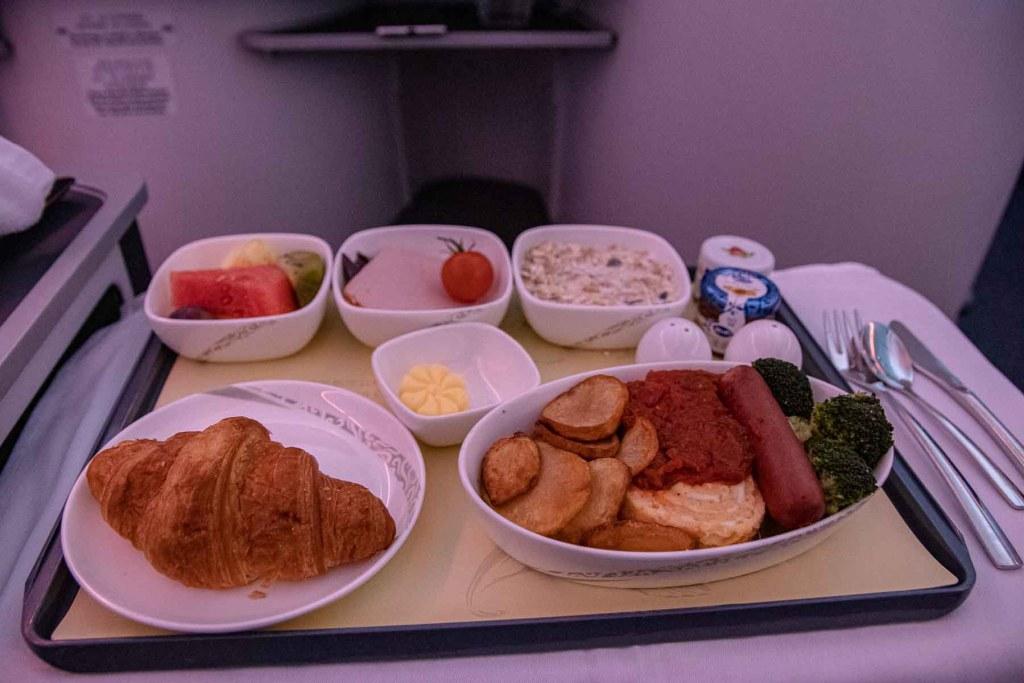 Air China Boeing 777 Business Class Essen und Trinken Service-4