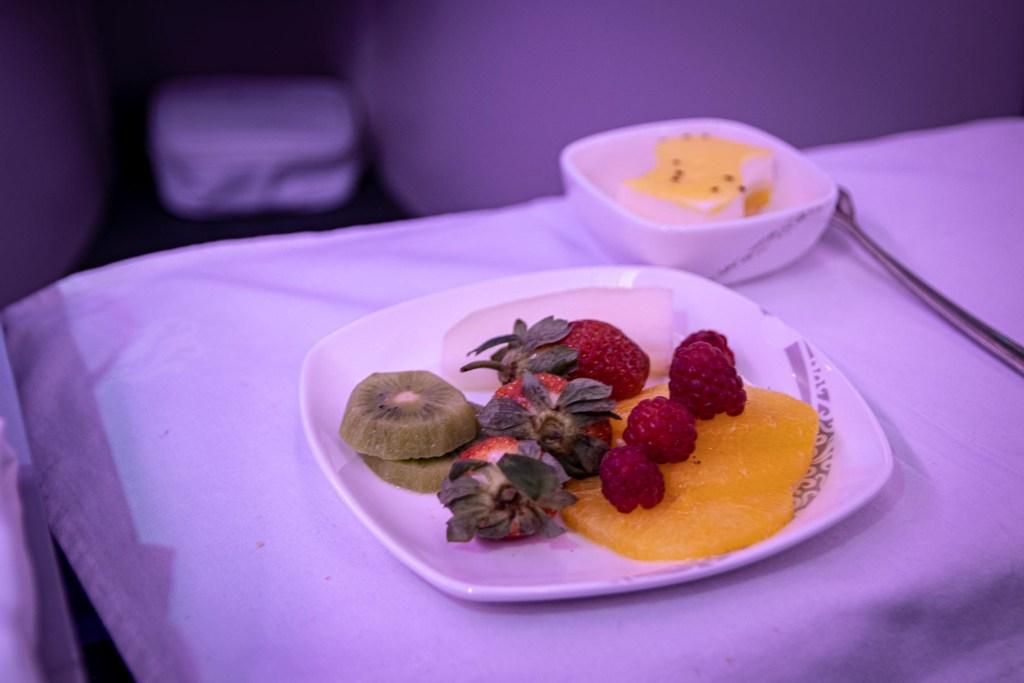 Air China Boeing 777 Business Class Essen und Trinken Service-7
