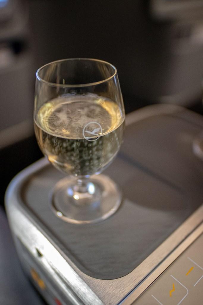 Lufthansa A350 Business Class Essen und Getränke