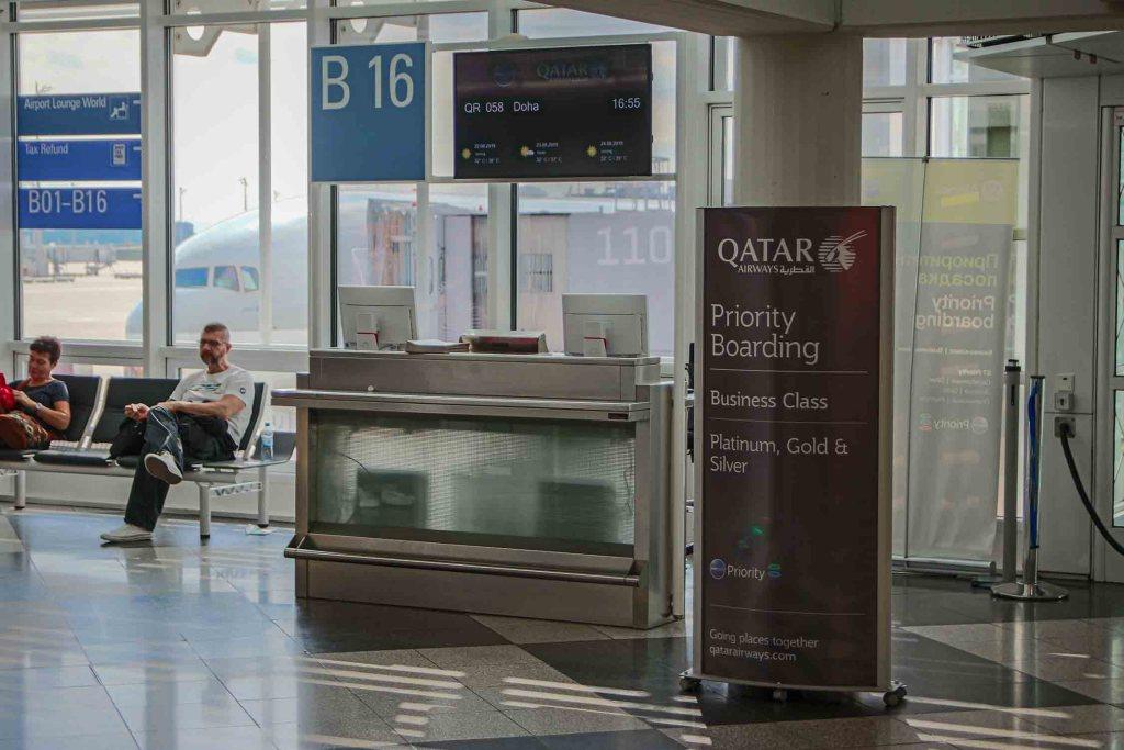 Qatar Airways Boarding Boeing 777 Terminal 1 Flughafen München