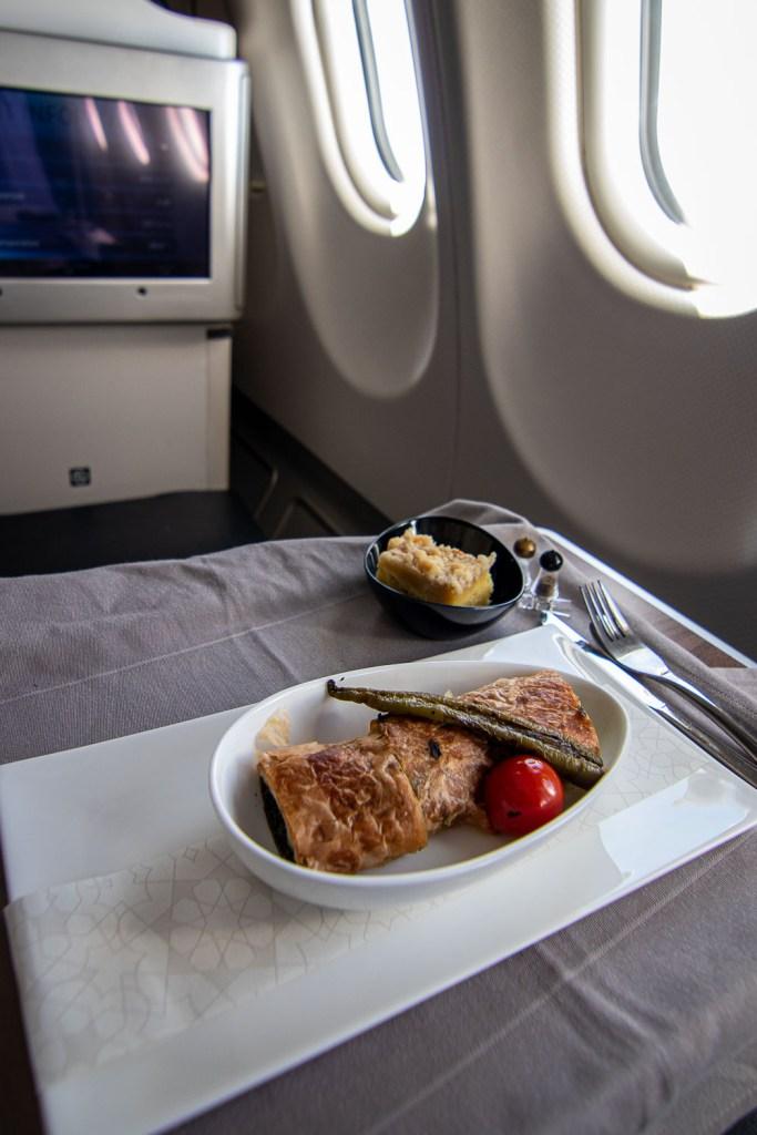 Turkish Airlines A330 Business Class Service Frühstück-3