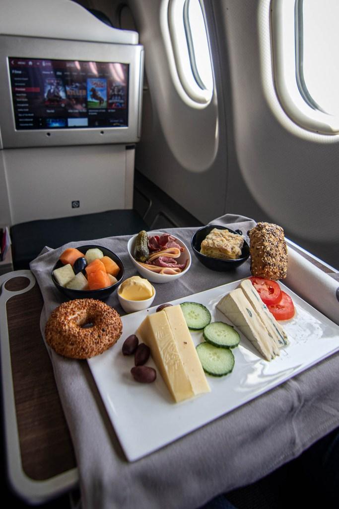 Turkish Airlines A330 Business Class Service Frühstück