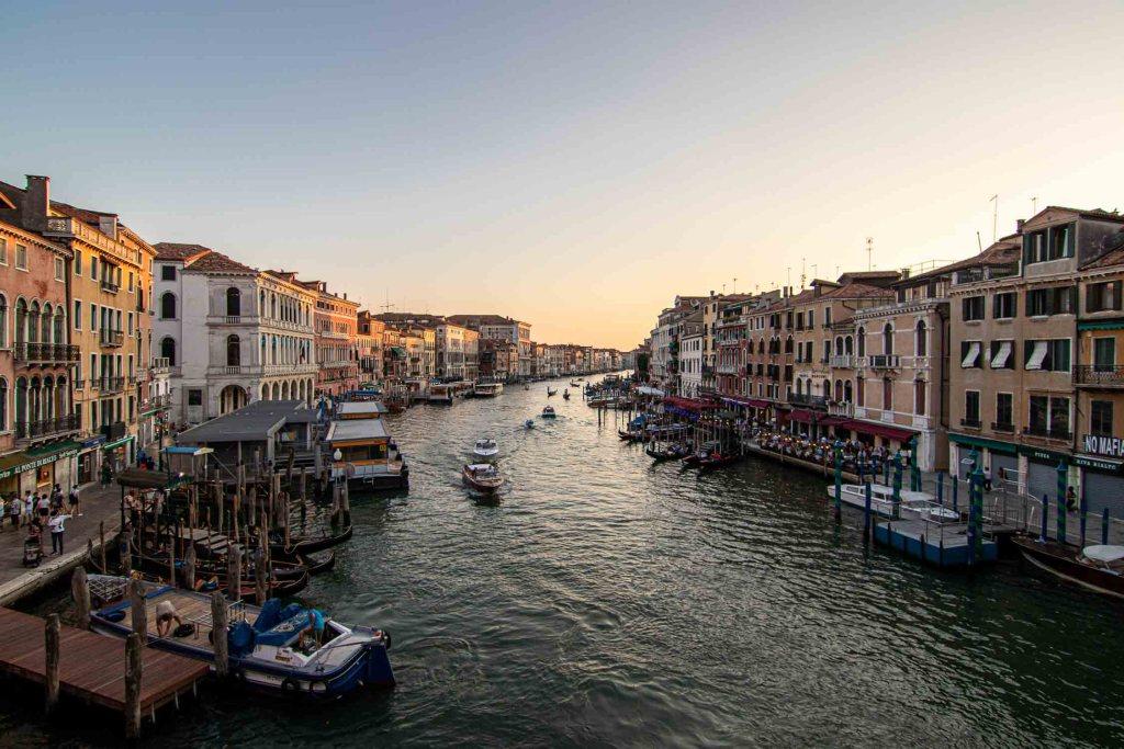 Venedig Sehenswürdigkeiten Canale Grande SOnnenuntergang The Travel Happiness