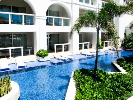 Swim up suite at the Hyatt Zilara