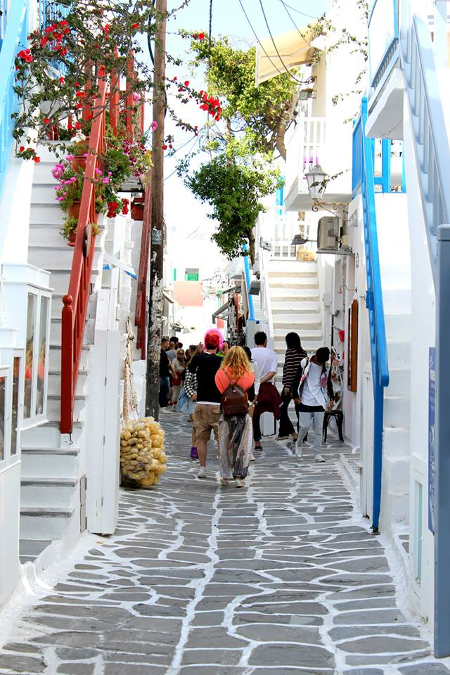 Narrow streets of Mykonos town!