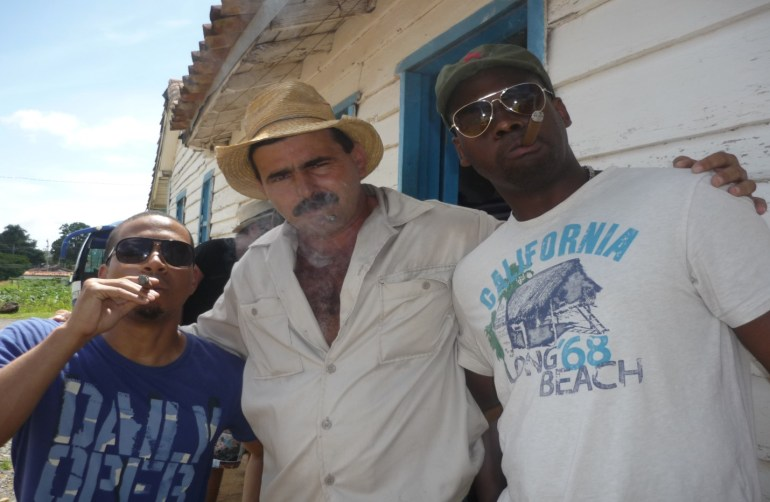 there-really-is-nothing-like-smoking-a-cigar-with-a-tobacco-farmer-in-cuba-1