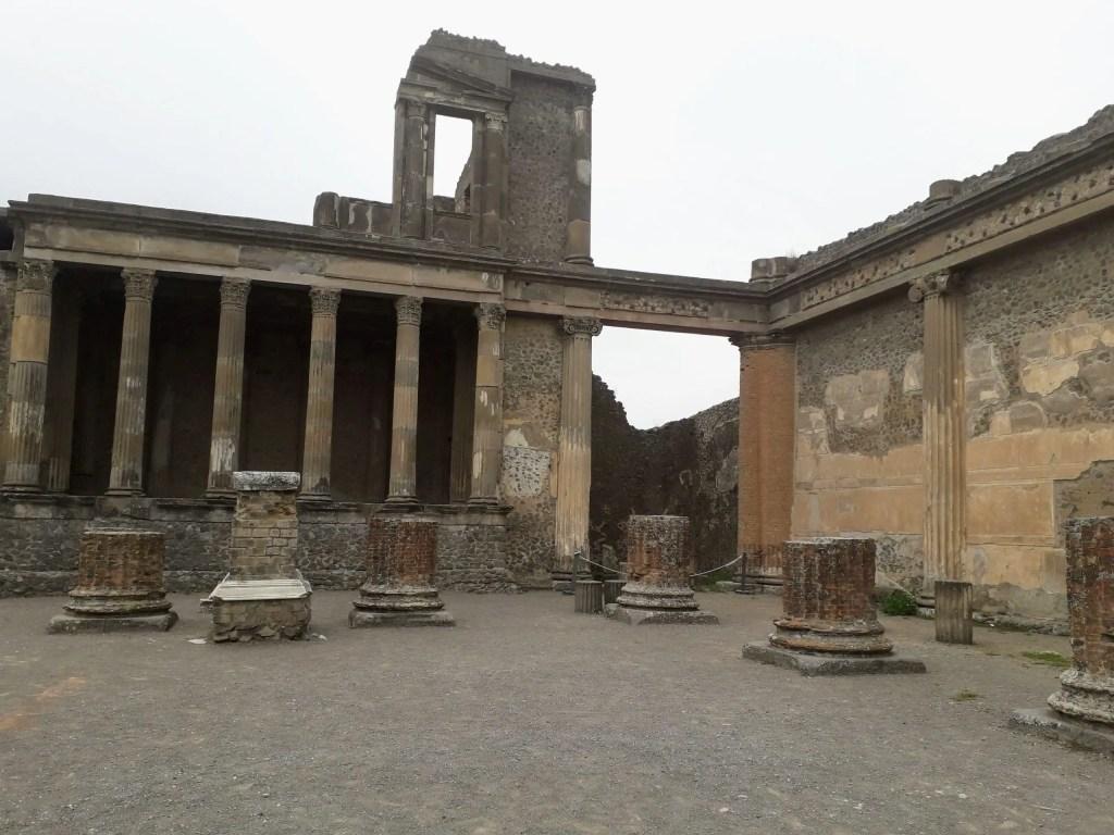 Planning a trip to Pompeii