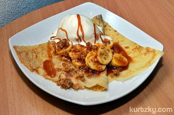 bananas and hazelnut crepe