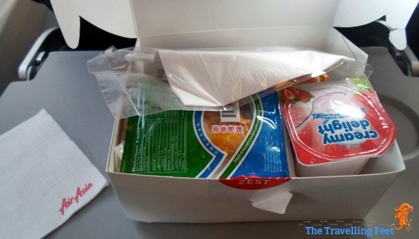 unboxing AirAsia breakfast package