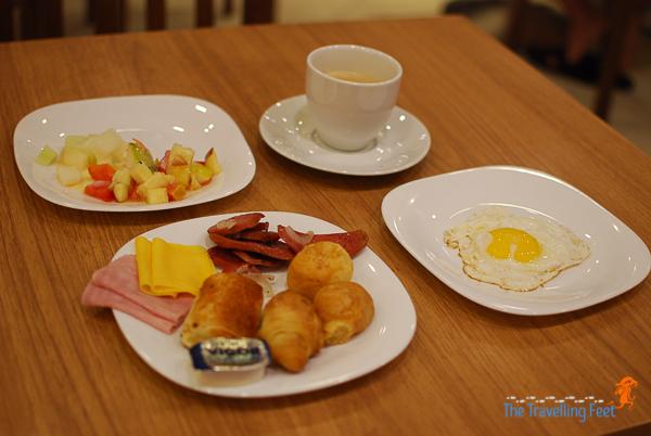 breakfast meal at ibis kitchen