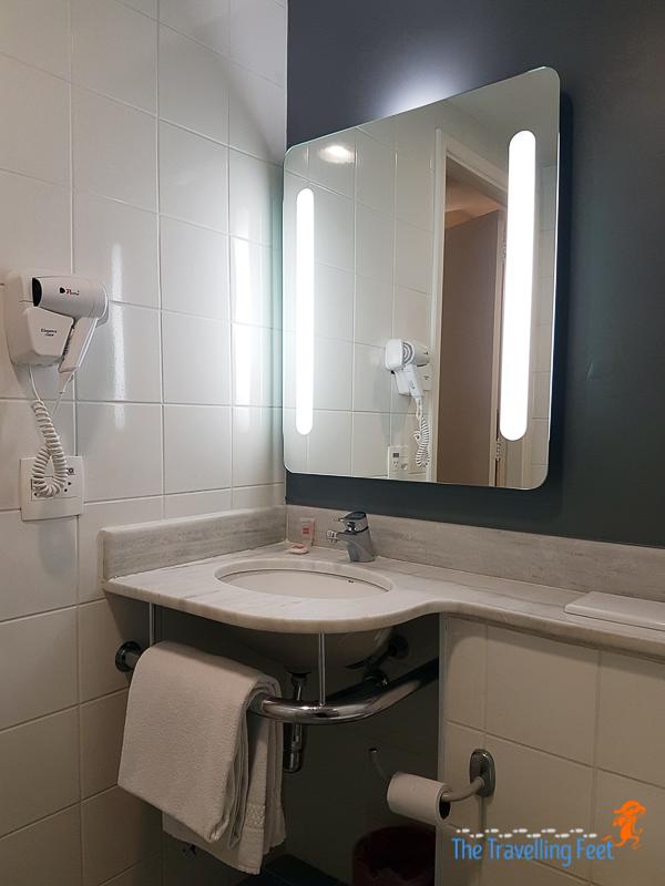 the ensuite bathroom at ibis paulista