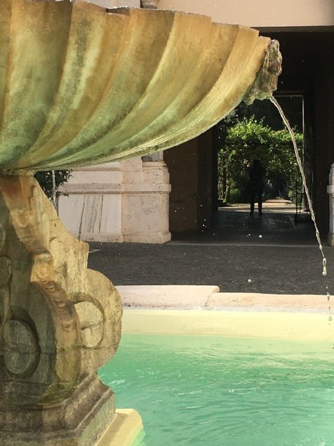 Cortile dell'Orto Monastico dell'Abbazia di San Paolo fuori le mura.