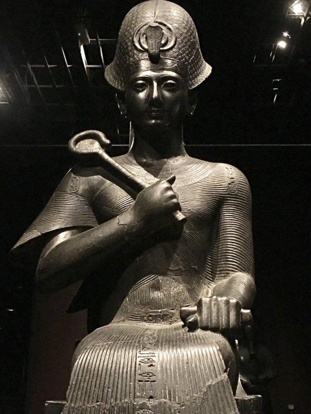 statua colossale di faraone museo egizio di Torino