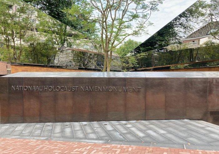 Uno degli accessi al monumento