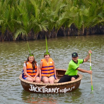 Hoi An basket boat rowing