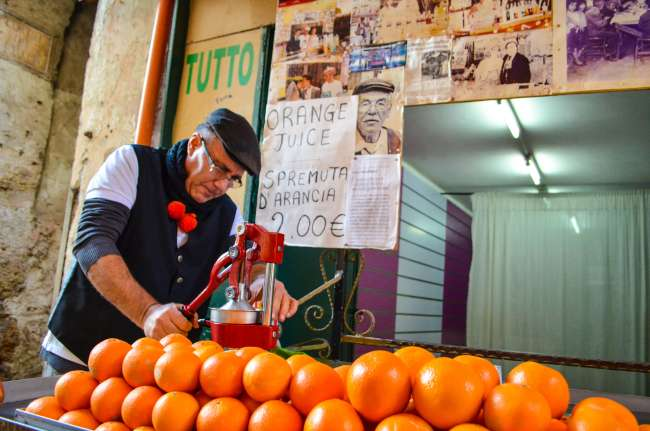 Palermo street food tour with Streaty - Hand pressed orange juice