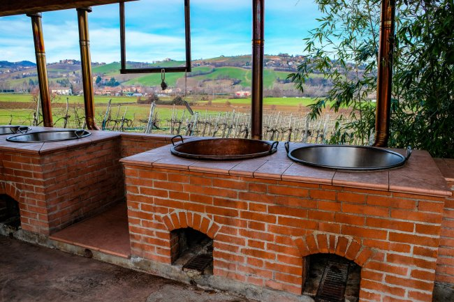 Exploring Italy's famous food region - Modena balsamic vinegar production