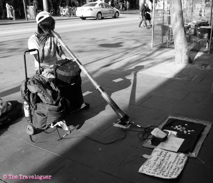 Guy plays didgeridoo in Melbourne, Australia the traveloguer