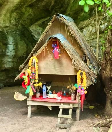 Ko Phi Phi Ley, Thai spirit house