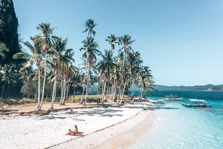 Sunbaking on Pinagbuyutan Island, El Nido