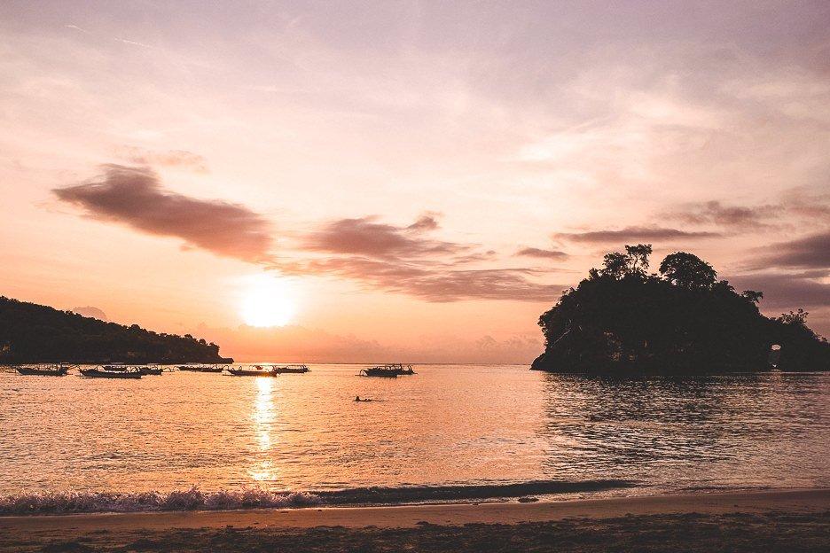 Sunset over Crystal Bay Beach on Nusa Penisa