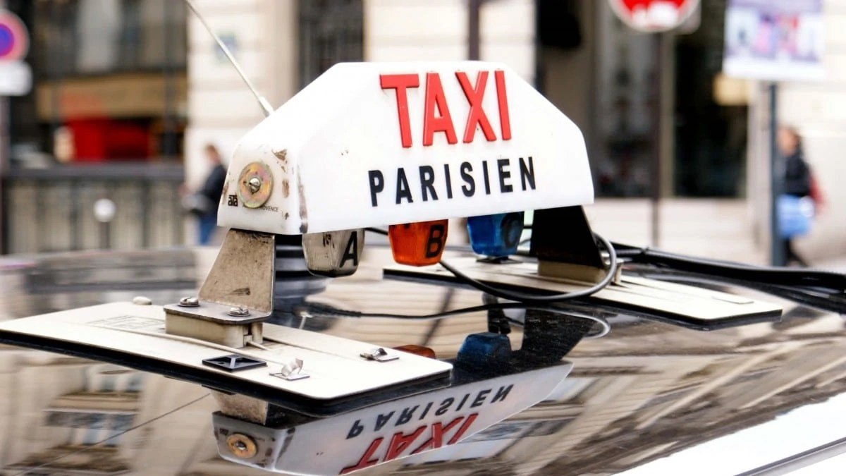 Take a taxi to get around in Paris for 2 days
