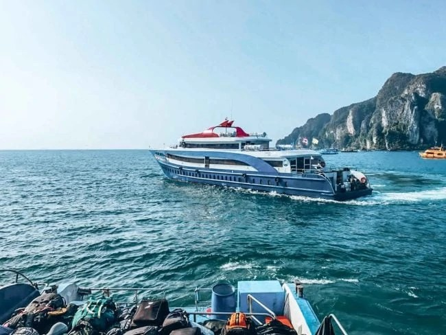 Phuket to Koh Lanta Ferry with Andaman Wave