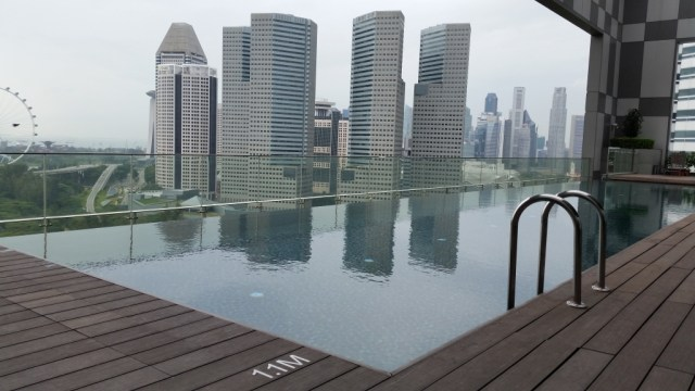 pan pacific great view of singapore from pool