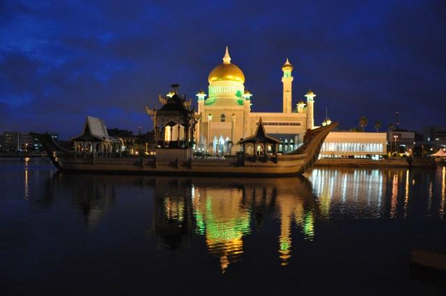Sultan Omar Ali Saifuddin Mosque bsb brunei