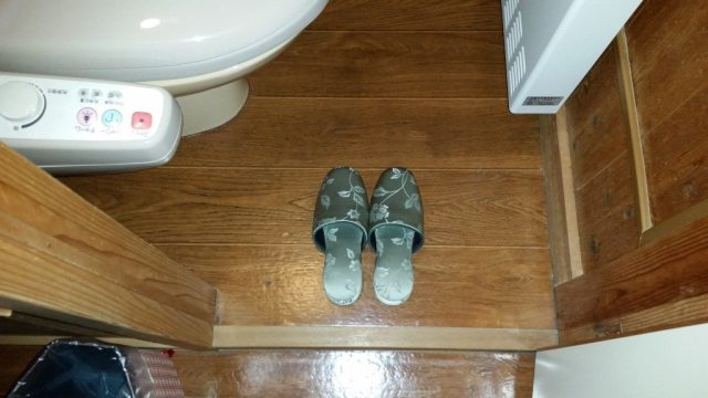 Japanese ryokan etiquette bathroom slippers