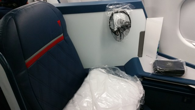 delta airbus a330-300 first class review HNL to MSP
