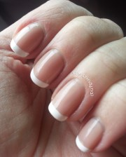 classic french manicure - trendy