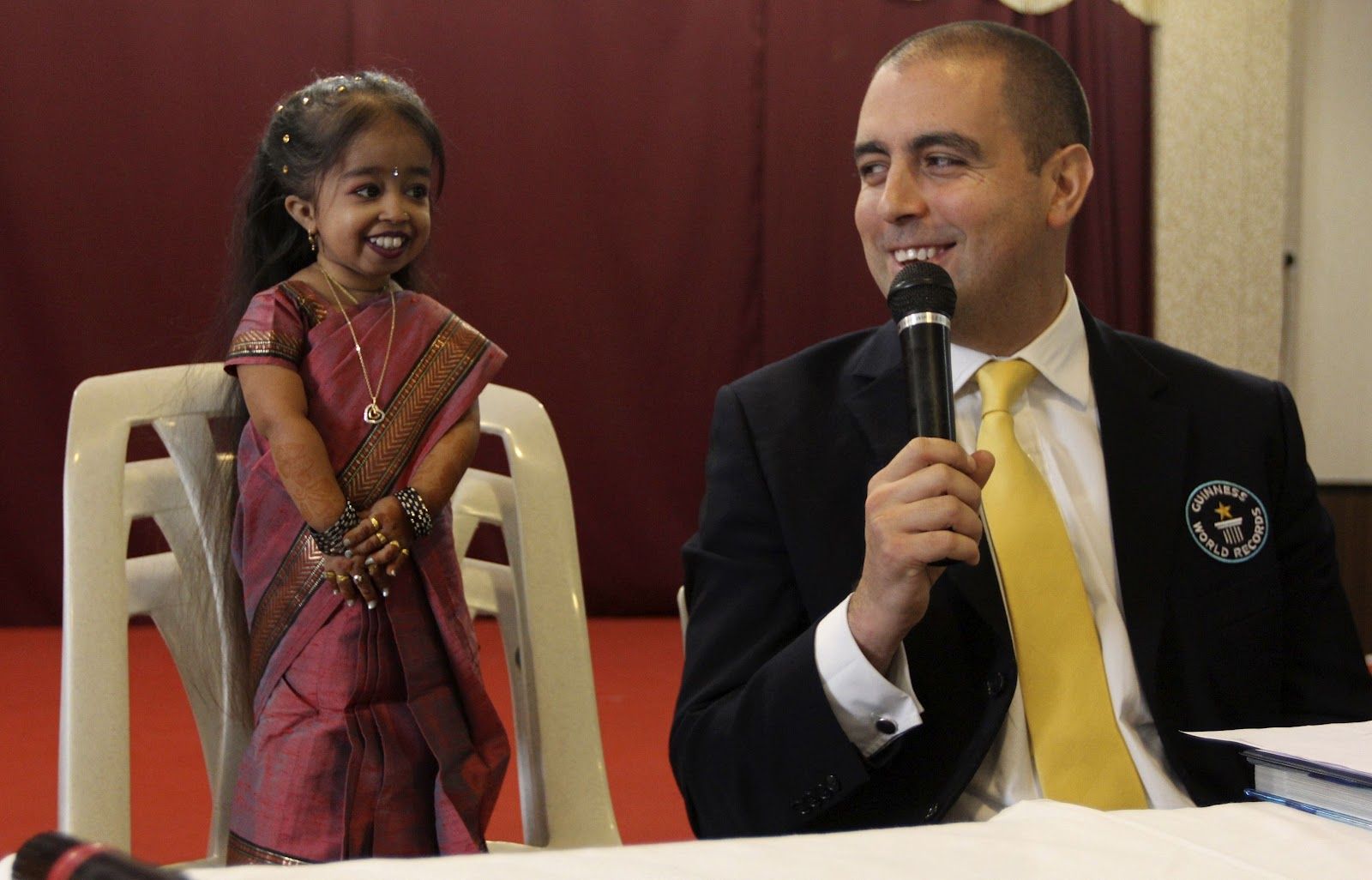 Meet The World S Shortest Woman 19 Year Old Jyoti Amge Is