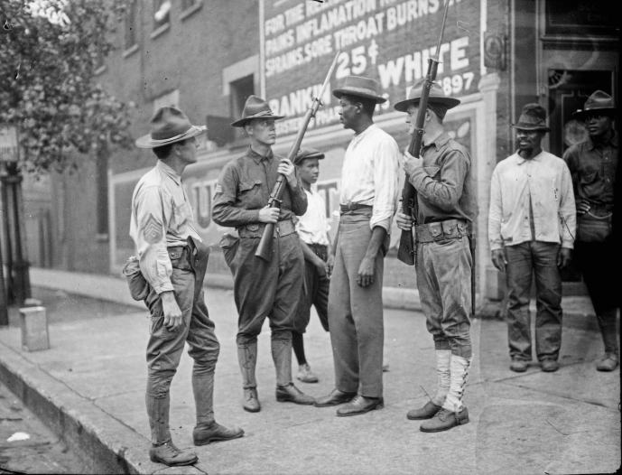 Armed National Guard and African American men standing on a sidewalk during the race riots in Chicago, 1919 (Courtesy of the Chicago History Museum)