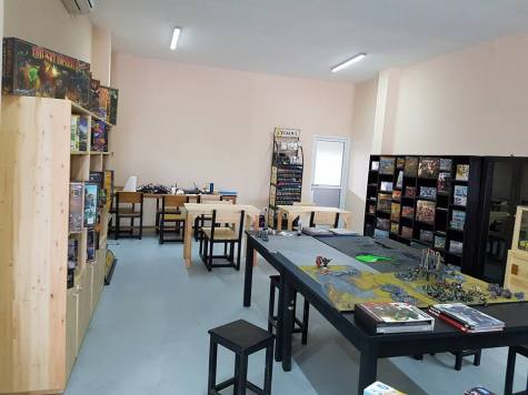 A very nice layout of the store, looks like there are tables set up for in store painting sessions, very nice!