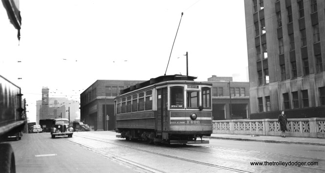 """CSL 1400. Bill Shapotkin writes, """"eastbound on Harrison at Canal Street (note Grand Central station in distance). Building immediately at right is still standing."""" (Joe L. Diaz Photo)"""
