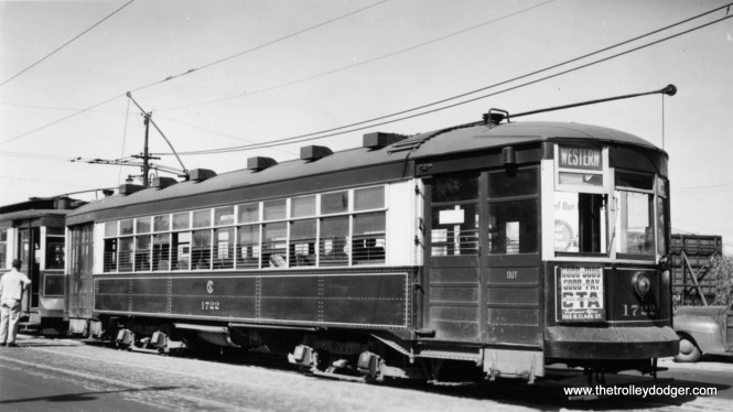 """CTA 1722 at Western and Howard on May 22, 1948. The northernmost portion of route 49 was bussed on August 1, 1948. At the same time, streetcar service was cut back to 79th on the south end, via a new loop there. George Trapp writes: """"On Aug. 1, 1948 north terminal changed to Schreiber loop at Devon Depot also shared with Route 36 cars. Berwyn loop opened Dec. 12, 1948."""""""