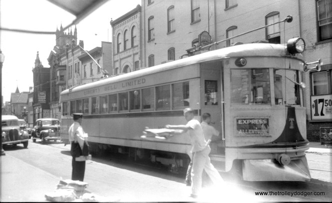 An LVT 1000-series car delivers newspapers (probably dailies from Philadelphia) in Allentown.