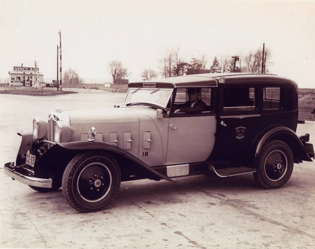 The 1930 Checker Model M.