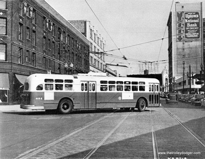 A CTA Lawrence Avenue trolley bus turning from Leland onto Broadway in the 1950s. This is how Lawrence TBs looped at the east end of the route. Notice the trolley bu wires were not shared with Broadway streetcars. (Gary Johnson Photo)