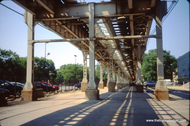 "Here, we are looking north (from 31st Street) under the South Side ""L"" mainline. Note supports at left - that portion of the structure dates back to 1892. The pillars and structure at right was added when a third main (express) track was added. June 28, 2018. (William Shapotkin Photo)"