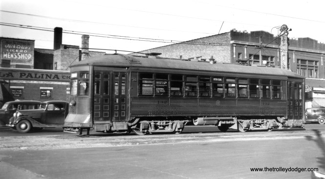 C&WT 132 on Cermak Road in the late 1930s. (William Shapotkin Collection)