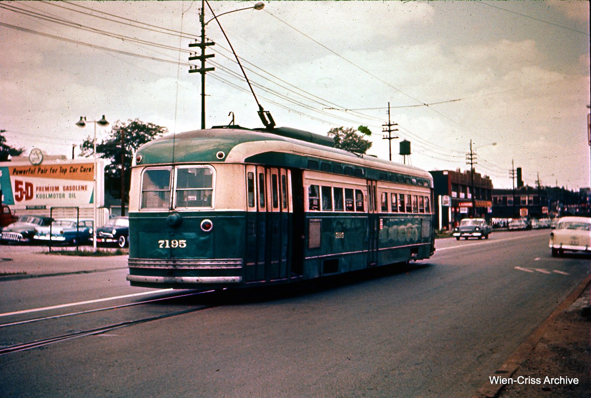 CTA 7195 is on Halsted Street, near the south end of Route 22 - Clark-Wentworth. (Heier Industrial Photo, Wien-Criss Archive)