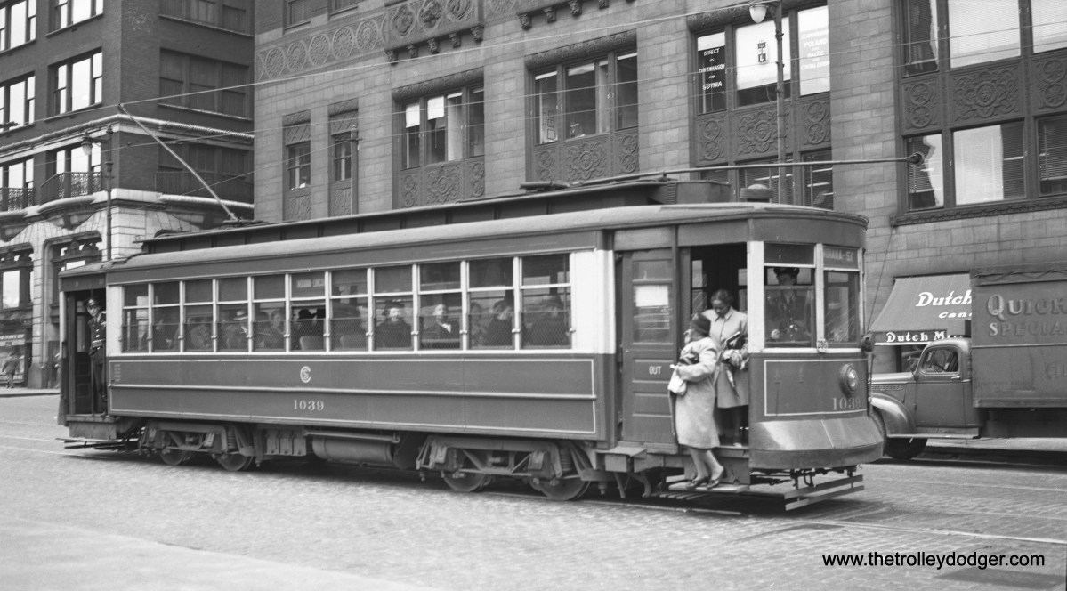 CSL 1039 at Wabash and Lake in June 1947. Signed for the Indiana-Lincoln through route #3, it is southbound, and headed to Indiana and 51st.